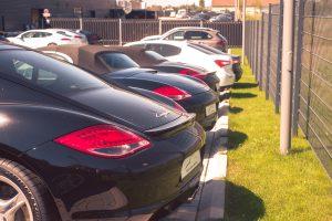 Porsche 911 oder Cayman oder Boxster? Verschiedene Modelle nebeneinander.